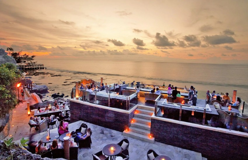 Ayana Bar, Bali Adası